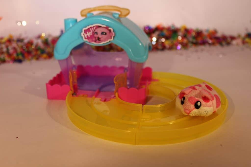 HAMSTER IN A HOUSE Little hamster house