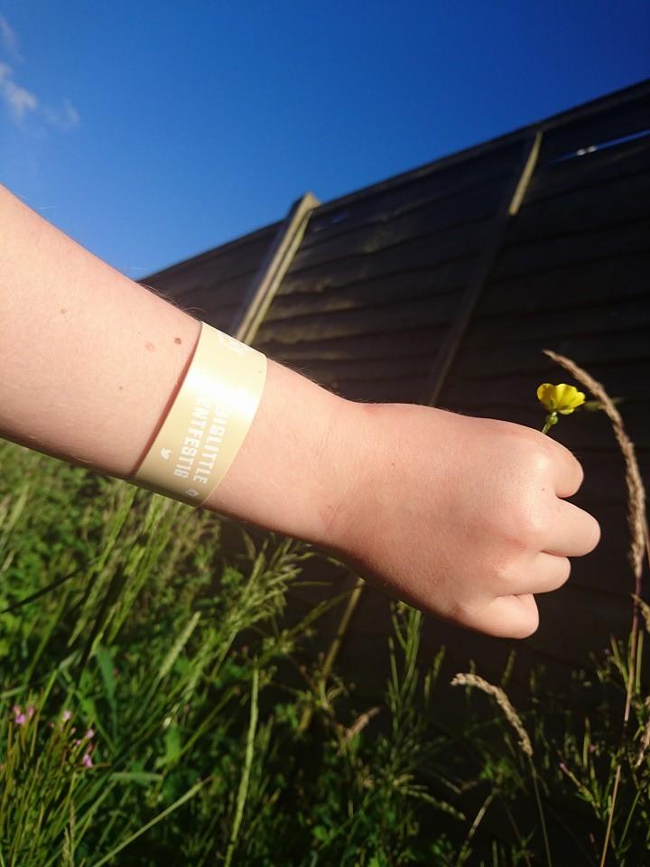wristband buttercups
