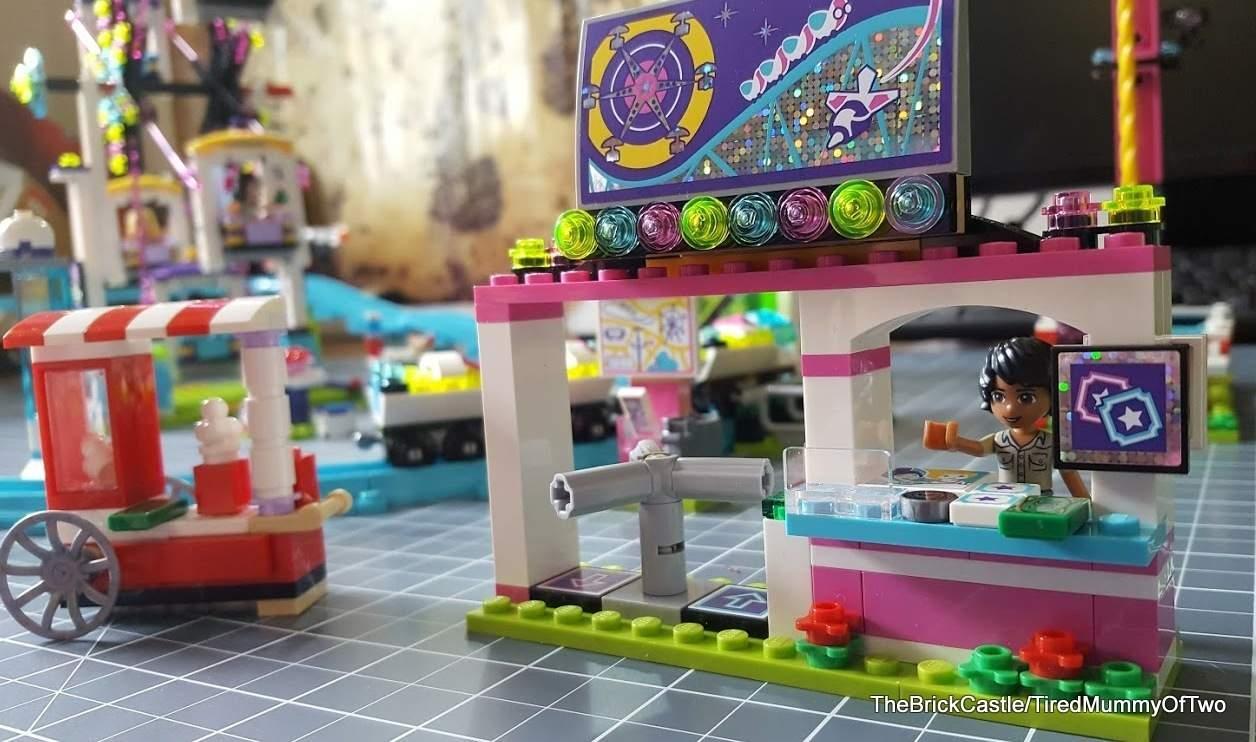 lego-friends-amusement-park-entrance-gate