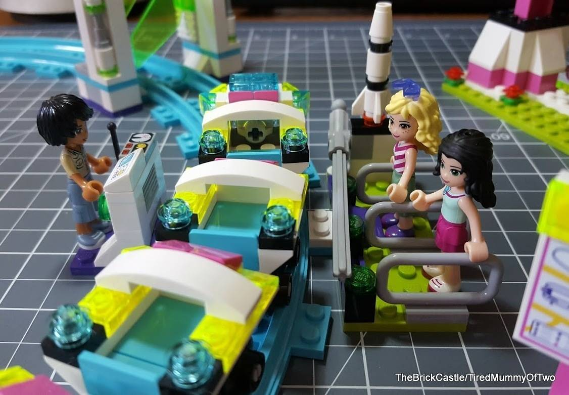 lego-friends-roller-coaster-queue-and-carriage